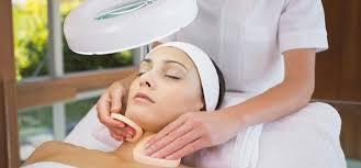 Можно ли убрать глубокий шрам на лице?